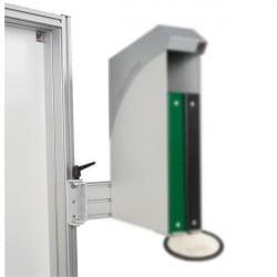 Height-adjustable pivoting support on hinges